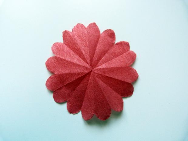réalisation d'une fleur en papier crépon DIY